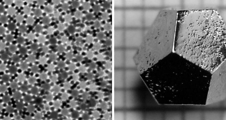 Estrutura atómica do quase-cristal (E); Quase-cristal sintético (D)