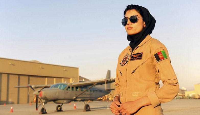 Niloofar Rahmani foi a primeira mulher piloto na Força Aérea do Afeganistão