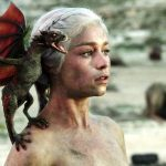 Emília Clarke interpreta Daenerys Targaryen em Game of Thrones