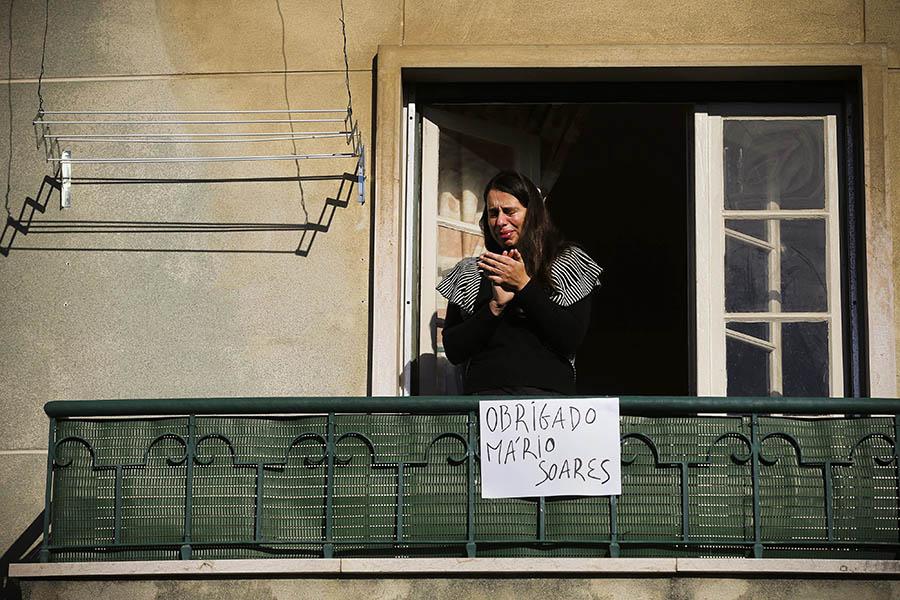 Lágrimas no cortejo fúnebre de Mário Soares, em Lisboa, 9 de Janeiro de 2017.