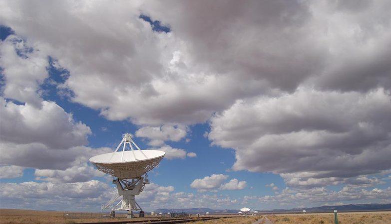 Radiotelescópio do Observatório Very Large Array (VLA) no Novo México, EUA.