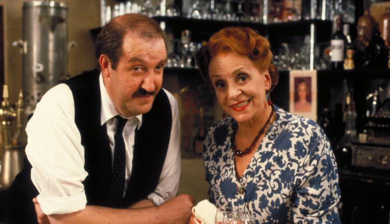 """Gorden Kaye, o protagonista da mítica sitcom britânica """"Allo Allo"""""""