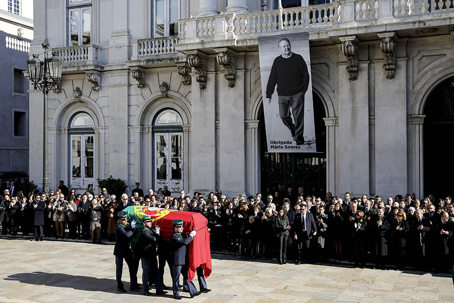 Cortejo fúnebre de Mário Soares chega ao Mosteiro dos Jerónimos. 9 de Janeiro de 2017