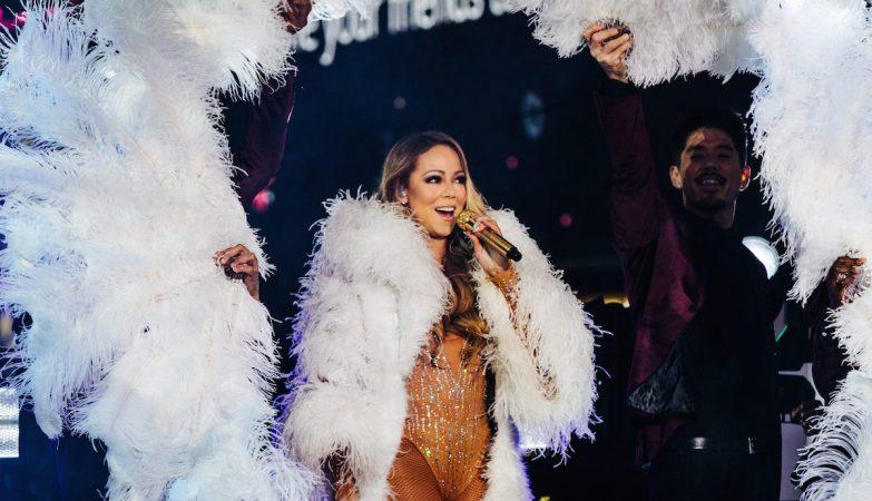 Mariah Carey  actua no Times Square em Nova Iorque na passagem de ano de 2016/2017