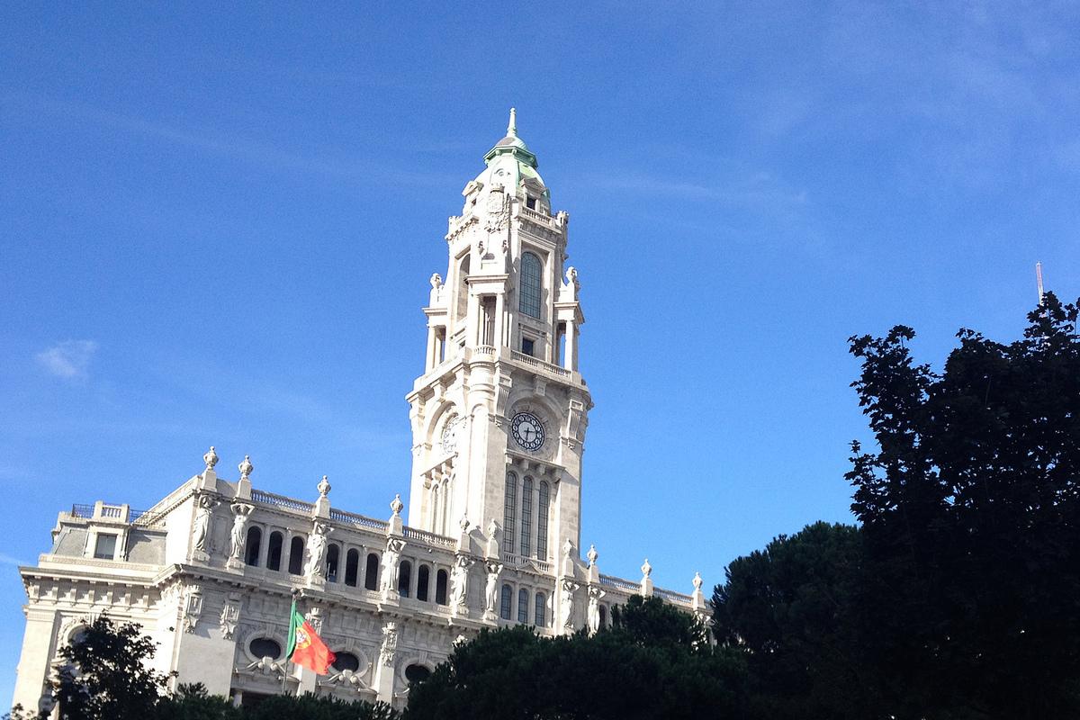 Edifício da Câmara Municipal do Porto, na Avenida dos Aliados