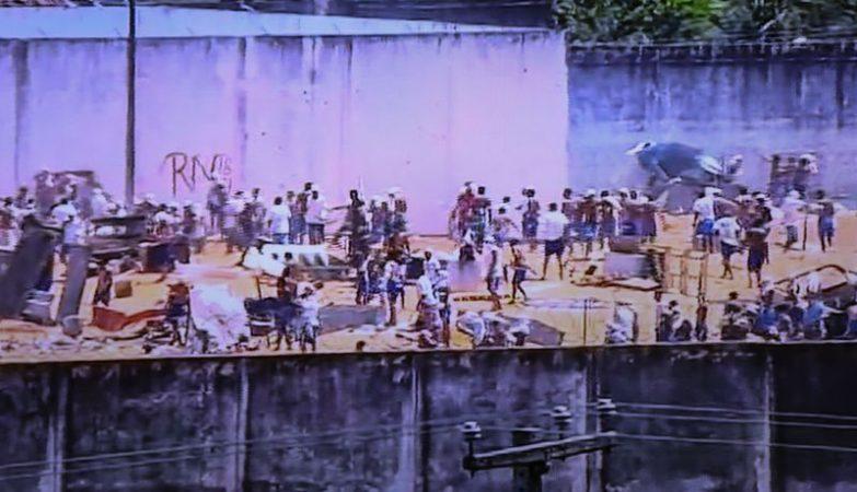 Detentos de Alcaçuz entram em confronto batalhão de choque da Polícia Militar na Penitenciária Estadual de Alcaçuz, localizada na região metropolitana de Natal (RN)