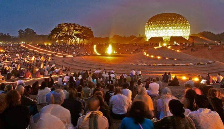 """O Matrimandir, ou """"Templo da Mãe Divina"""", é um local de meditação e o centro nevrálgico de Auroville, na Índia."""