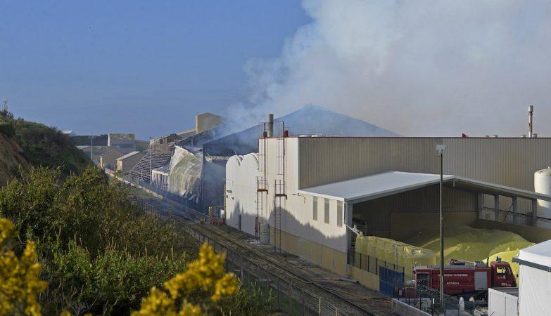 Nuvem tóxica em Setúbal devido a incêndio em armazém da Sapec