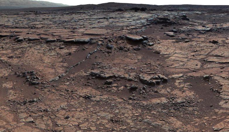 Os leitos rochosos deste local somam a um puzzle sobre o passado de Marte indicando que um lago aí esteve presente, mas que pouco dióxido de carbono estava na atmosfera para ajduar a manter o lago líquido.