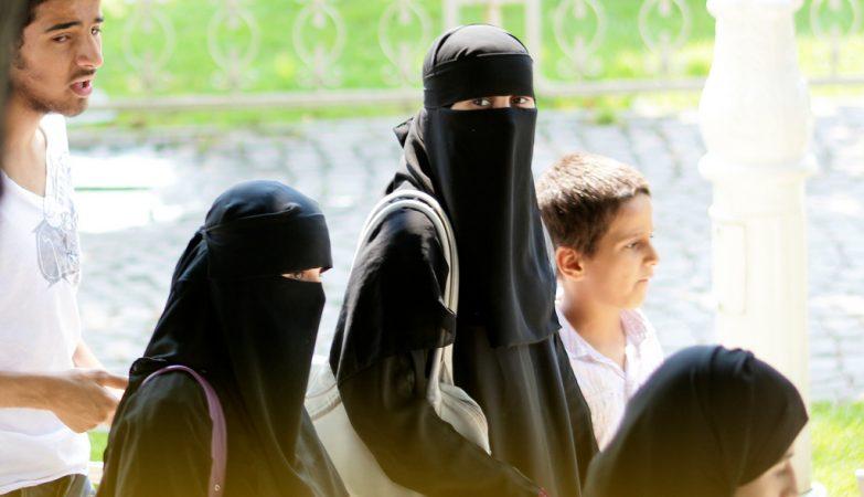 Sauditas liberam mulheres em estádios
