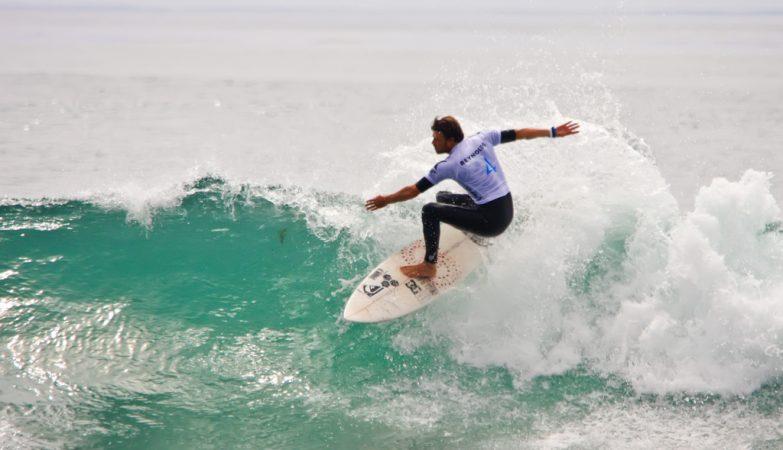 O surfista Dane Reynolds