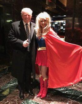 Donald Trump e a assessora Kellyanne Conway.