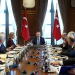 O presidente da Turquia, Recep Tayyip Erdogan, em reunião de alto nível entre representantes da Turquia e da União Europeia