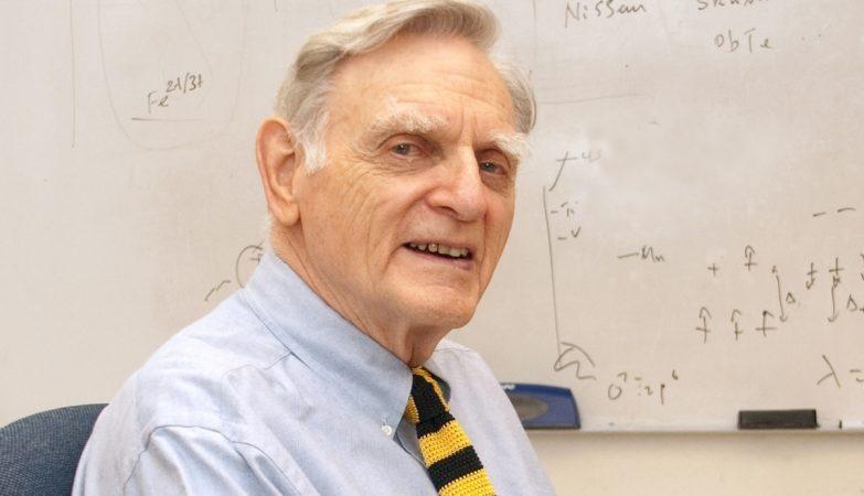 O inventor da bateria de lítio, John B. Goodenough