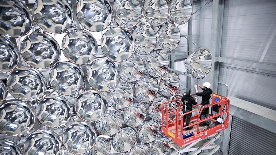 Synlight, o maior Sol artificial do mundo no Centro Aeroespacial da Alemanha.
