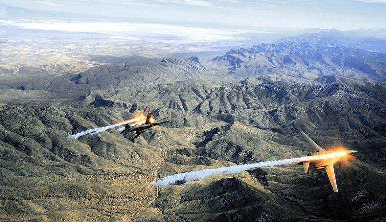 Dois caças-bombardeiros B-1B Lancer em formação