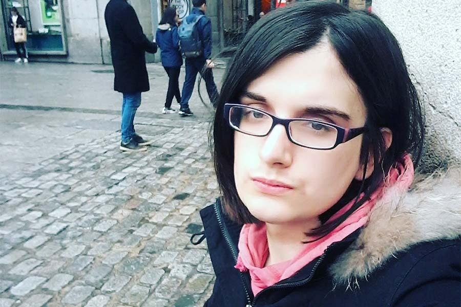 Cassandra Vera, estudante espanhola condenada a prisão por piadas no Twitter.