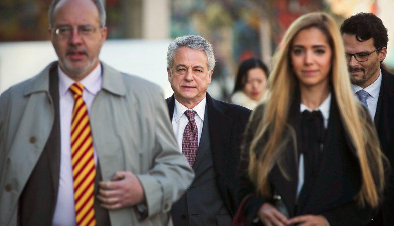 """Foi """"uma precipitação ou um erro"""" constituir arguidos os pais da criança, diz o advogado dos McCann, Rogério Alves (esq)"""