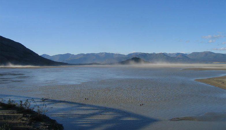 Foz do Rio Slims no Lago Kluane antes de ter ficado sem água, devido ao aquecimento global.