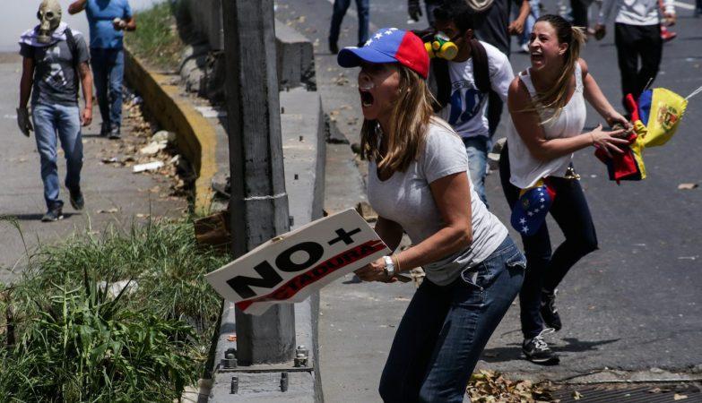 Resultado de imagem para Pelo menos três portugueses detidos nos protestos na Venezuela