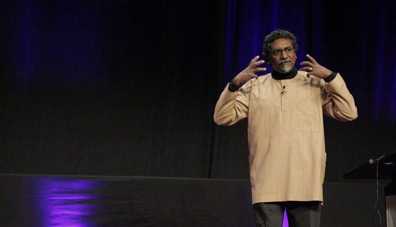 O ativista e especialista em desnutrição sul-africano Jay Naidoo