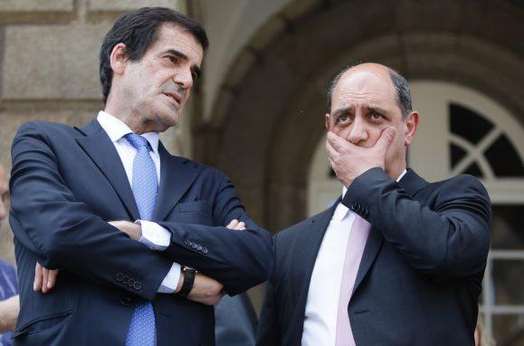 O presidente da Câmara Municipal do Porto, Rui Moreira (E), acompanhado pelo candidato à presidência da Câmara Municipal do Porto, Manuel Pizarro