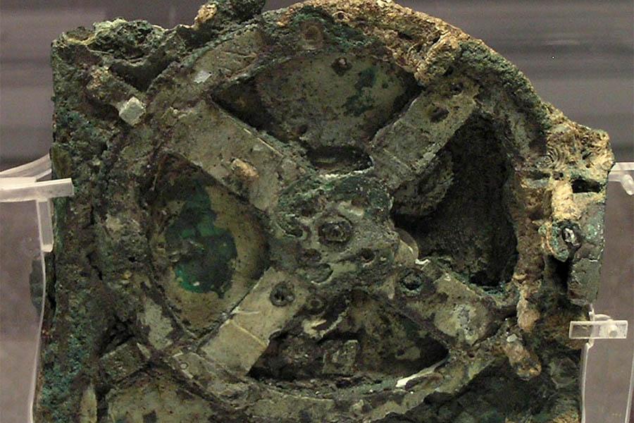 Fragmento principal da Máquina de Anticítera no Museu Arqueológico Nacional de Atenas (Grécia).