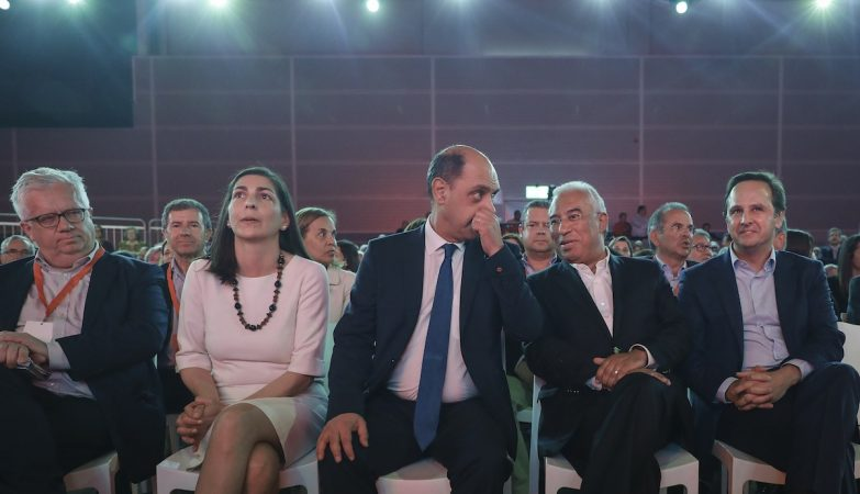 António Costa, Ana Catarina Veiga Mendes, Manuel Pizarro (C), Fernando Medina (D), Eduardo Cabrita (E), durante a Convenção Autárquica Nacional do PS.