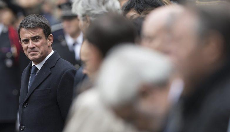 O ex-primeiro-ministro francês Manuel Valls (esq)