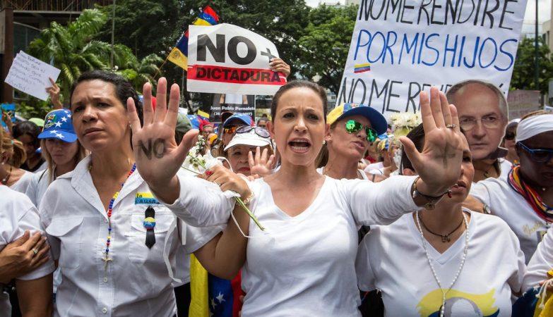 A líder oposicionista venezuelana Maria Corina Machado durante um protesto em Caracas