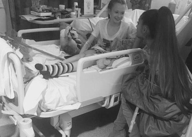 Ariana Grande com Jaden, uma das meninas feridas no atentado de Manchester