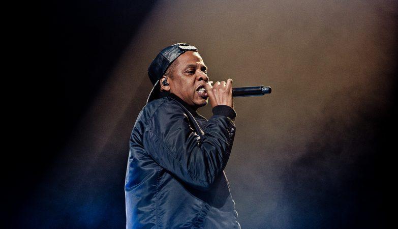 O rapper norteamericano Jay-Z usou partes de uma música de Toze Brito e José Cid