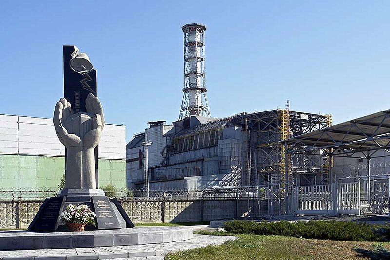 Monumento às vítimas do acidente de 1986 em Chernobyl, junto ao reactor 4 da cantral nuclear