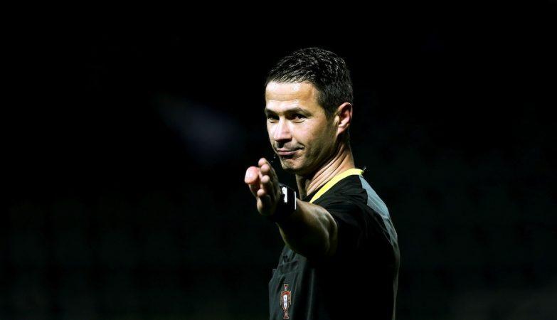 O árbitro Manuel Mota