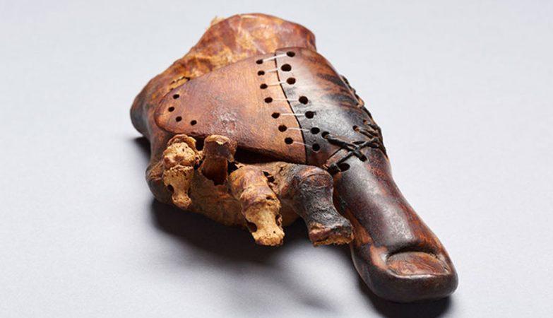 Dedo de pé em madeira com 3.000 anos é uma das próteses mais antigas do mundo