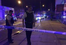 Agentes da polícia em Finsbury Park após atropelamento junto a uma mesquita