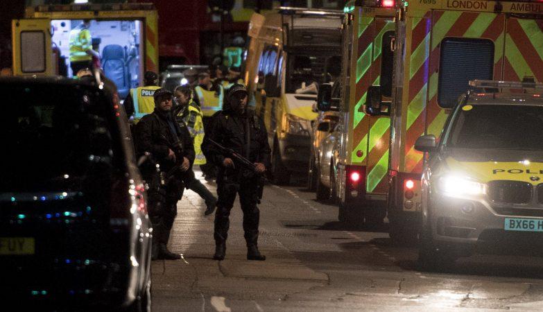 Polícia britânica na London Bridge, em Londres
