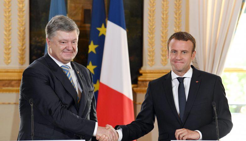 O presidente francês, Emmanuel Macron, e o presidente da Ucrânia, Petro Poroshenko