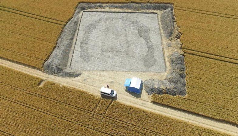 """""""Casa dos Mortos"""" em Wiltshire, Reino Unido, pode conter os vestígios mortais dos antepassados de Stonehenge."""