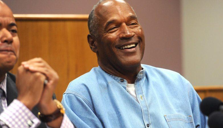 OJ Simpson recebe perdão e cumprirá pena em liberdade condicional