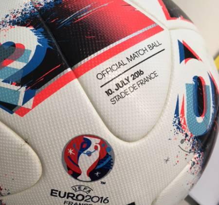 Portugal 1 - França 0, a bola com que Éder marcou o golo do nosso contentamento