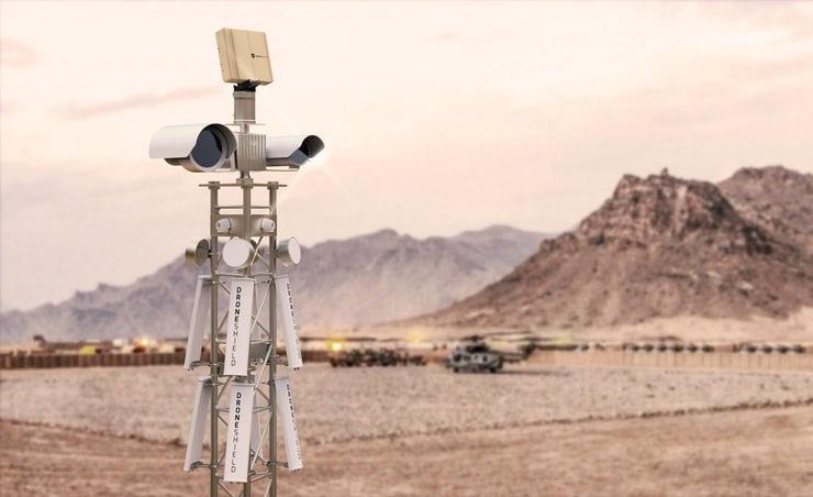 """O DroneSentry """"trata do assunto"""", emitindo poderosas interferências RF que interrompem o controlo remoto do drone"""