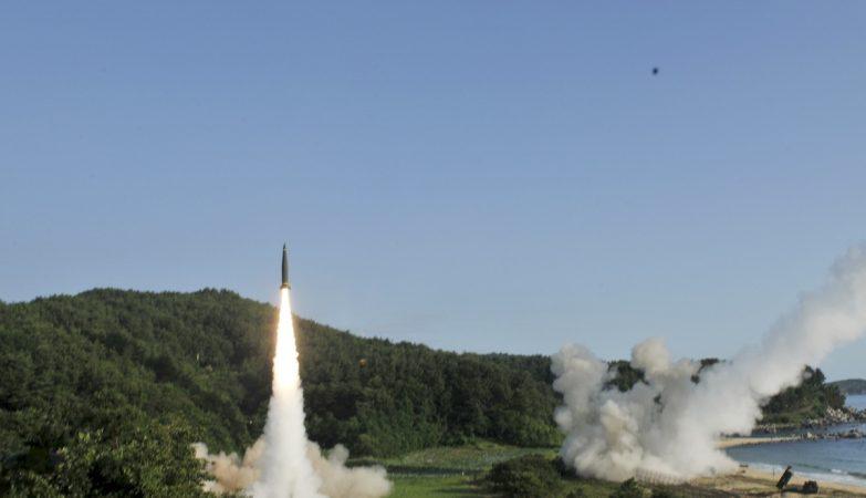 """Os exercícios conjuntos dos EUA e Coreia do Sul pretenderam testar e demonstrar a """"capacidade de efectuar lançamentos de precisão"""" de mísseis intercontinentais"""
