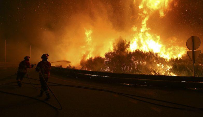 Incêncios: bombeiros em combate ao fogo em Alijó