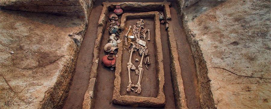 """""""Gigantes"""" com 5 mil anos descobertos na China"""