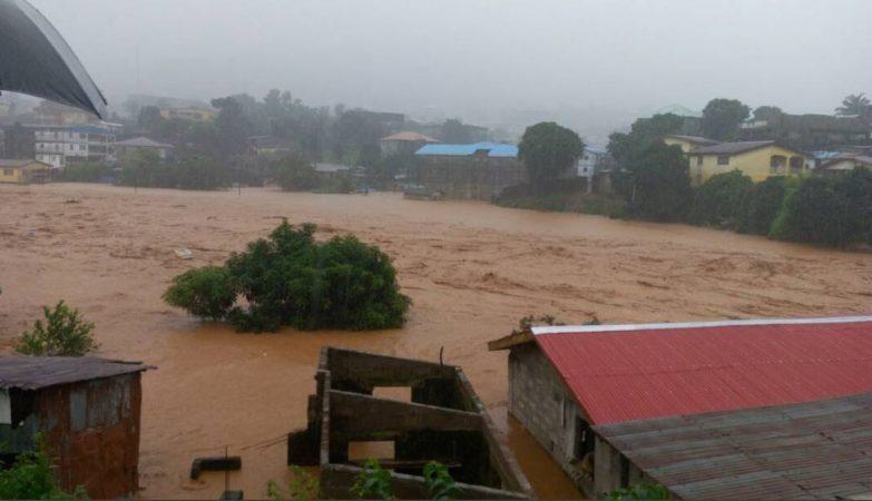 Deslizamentos de terra deixam centenas de mortos em Serra Leoa