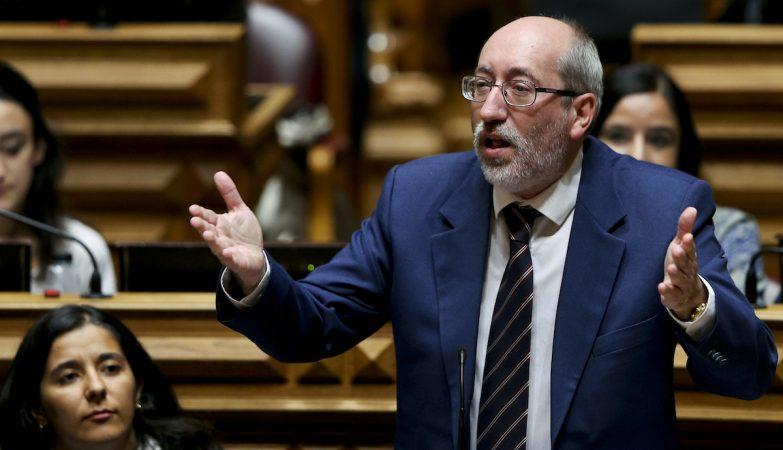 Deputado do PCP arrasa críticas de Marques Mendes sobre festa do Avante