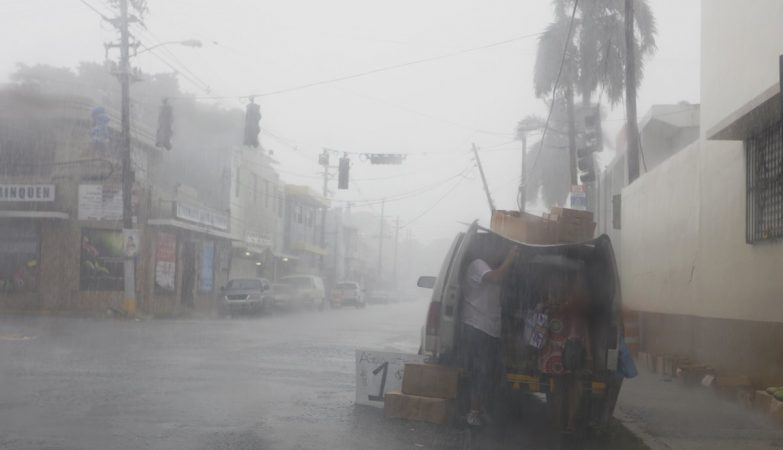 Brasileiros ilhados no Caribe imploram por socorro nas redes sociais — Furacão Irma