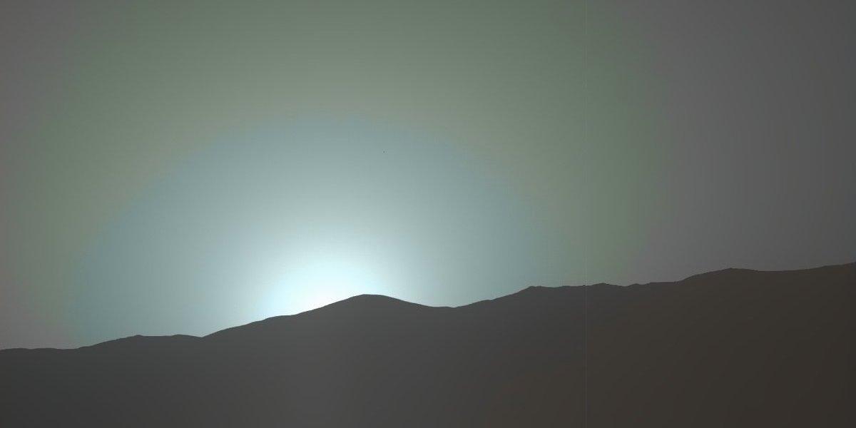 NASA capta pôr-do-sol azul