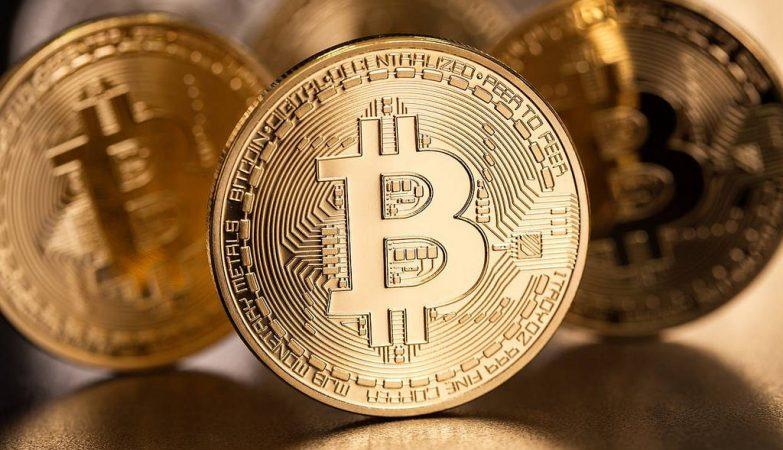 Bitcoin alcança US$ 18 mil em sua estreia no mercado futuro